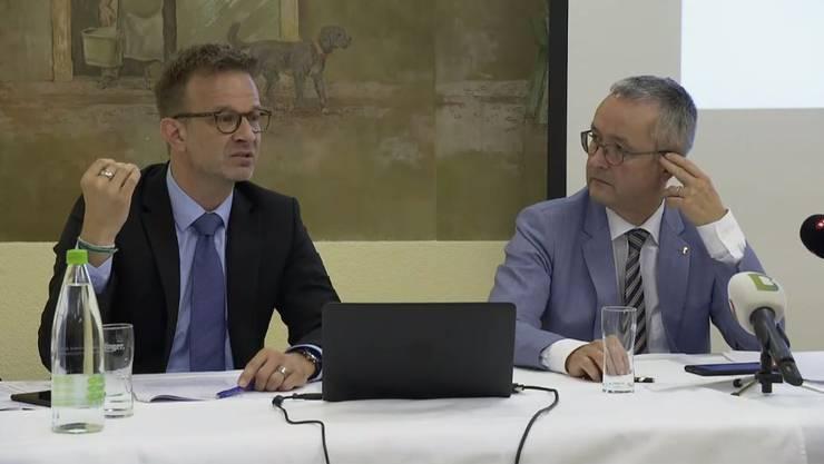Beantworten die Fragen der Journalisten: Olivier Kungler (l.), Generalsekretär der Volkswirtschaftsdirektion, sowie sein Chef, Volkswirtschaftsdirektor Thomas Weber (SVP).