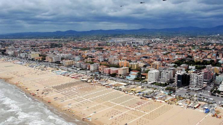 Fertig gebadet: Nach starkem Regen am Wochenende ist das Wasser an den Stränden von Rimini zu stark mit Bakterien verseucht. (Archivbild)