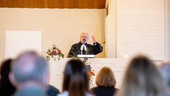 Pfarrer Hänggi bei seinem Antrittsgottesdienst in der Lukaskirche in Lohn Ammannsegg.