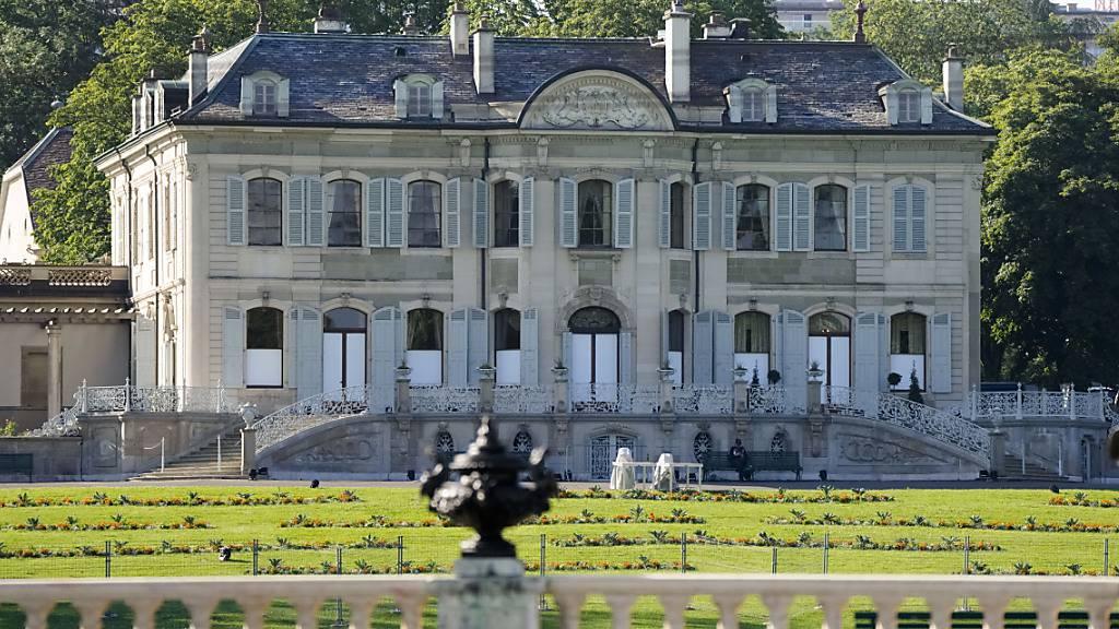 Der Gipfeltreffen findet in der Villa la Grange am Genfersee statt. In dem Anwesen aus dem 18. Jahrhundert wurden extra temporäre Kühlungsgeräte installiert. Denn es werden Temperaturen von über 30 Grad erwartet.