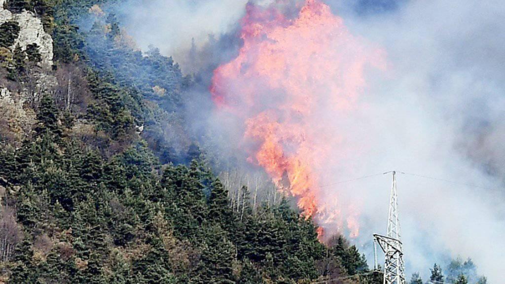 Grossbrand im Susa-Tal nahe Turins