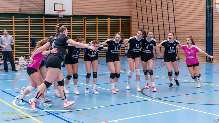 Die Aufsteigerinnen des VBC Kanti Baden schaffen den Ligaerhalt trotz der Ligaverkleinerung um vier Teams bereits eine Runde vor Schluss (Photo: Heinz Schmid / HESCphoto.ch)