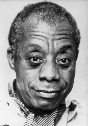 Schriftsteller James Baldwin veröffentlichte mehrere bekannte Bücher wie 'Geh hin und verkünde es vom Berge' (1953) oder 'Giovannis Zimmer' (1956), mit denen er zu einem Sprecher des schwarzen Amerikas wurde.