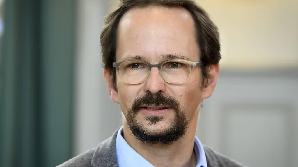 Grünen-Präsident Balthasar Glättli hat am Samstag den Parteidelegierten ein ökologisches und soziales Impulsprogramm zur Abfederung der Corona-Krise vorgestellt. (Archivbild)