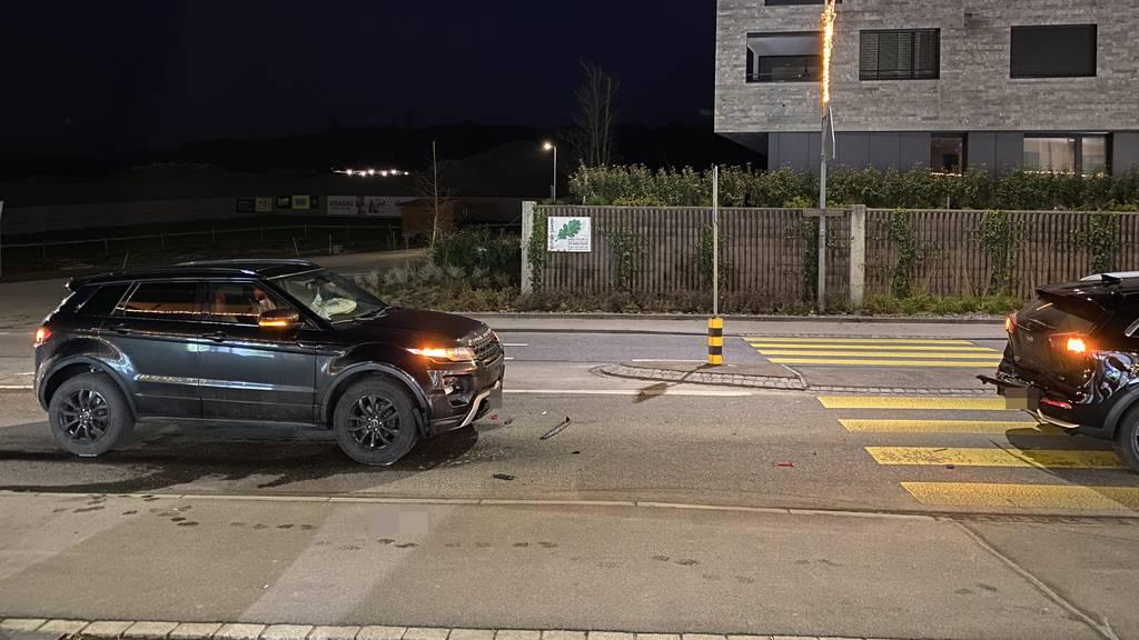 Auto wird in zwei Fussgänger gestossen – ein Schwerverletzter