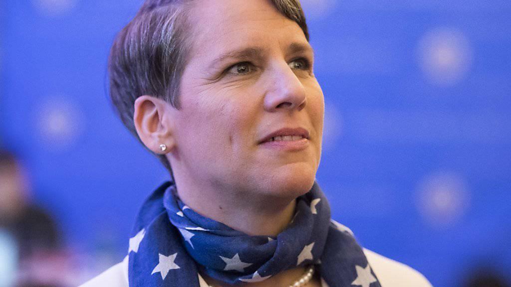 US-Botschafterin Suzi LeVine verfolgt die US-Wahlnacht in Bern. Unter dem neuen Präsidenten Donald Trump wird sie nicht mehr als Botschafterin in der Schweiz dienen. (Archiv)