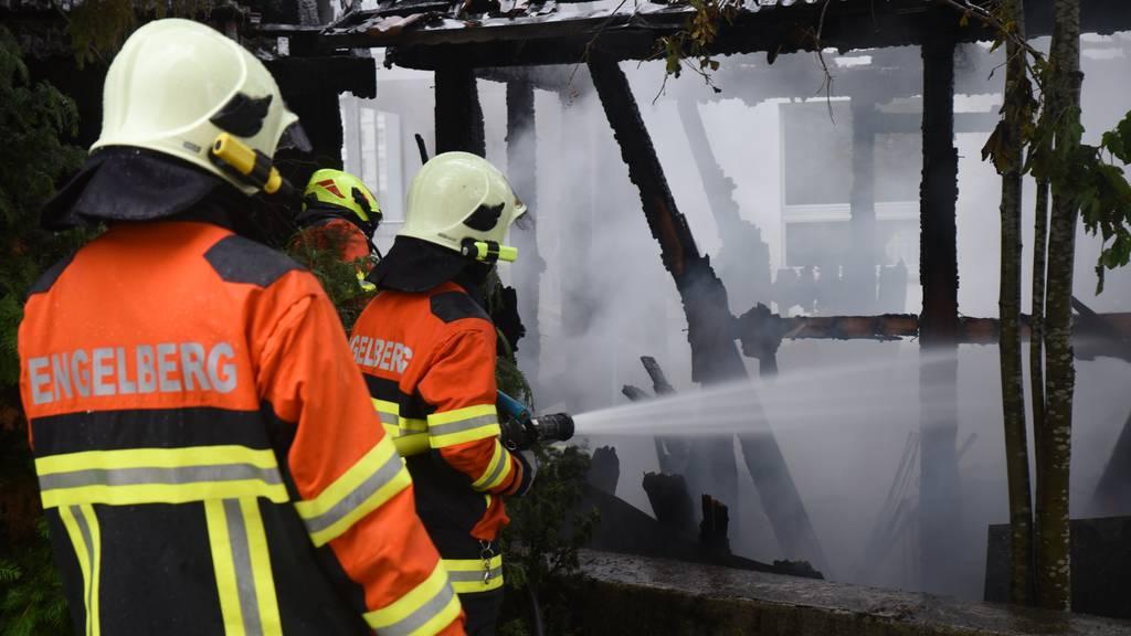 Holzschuppen brennt vollständig nieder