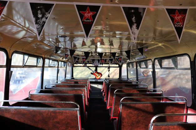 Natürlich musste der Bus nicht nur nach Aussen schön aussehen, sondern von innen.