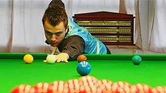 Alexander Ursenbacher ist am Snooker-Tisch hoch konzentriert und blendet alles um sich herum aus. Dennis Kalt