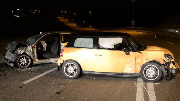 Gesamthaft wurden fünf Personen verletzt, die Strasse blieb mehr als fünf Stunden gesperrt.