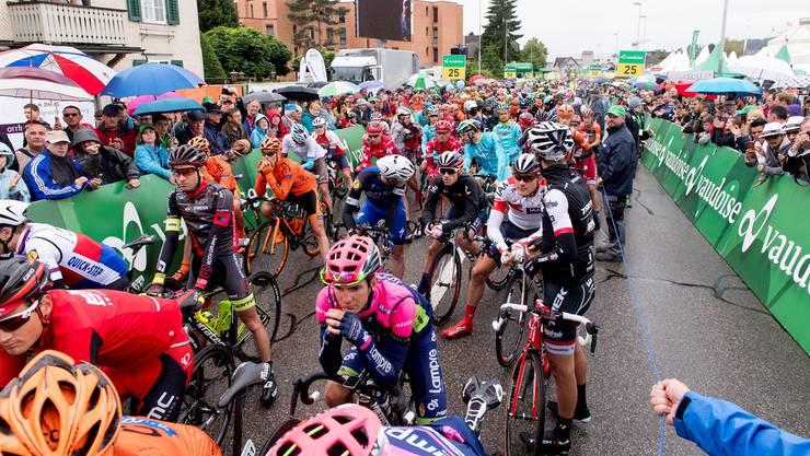 Nirgendwo ist man als Zuschauer den Sportlern so nah wie im Startraum. Auf dem Bild Impressionen vom dritten Tag der Tour de Suisse 2016 in Baar.