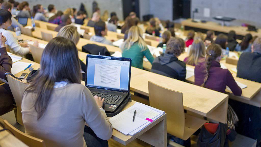 Schweizer Universitäten sind bei internationalen Studentinnen und Studenten beliebt. (Archiv)