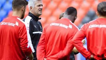 Nationalcoach Vladimir Petkovic kann im ersten WM-Qualifikationsspiel gegen Portugal nicht auf Luca Zuffi und Shani Tarashaj zurückgreifen