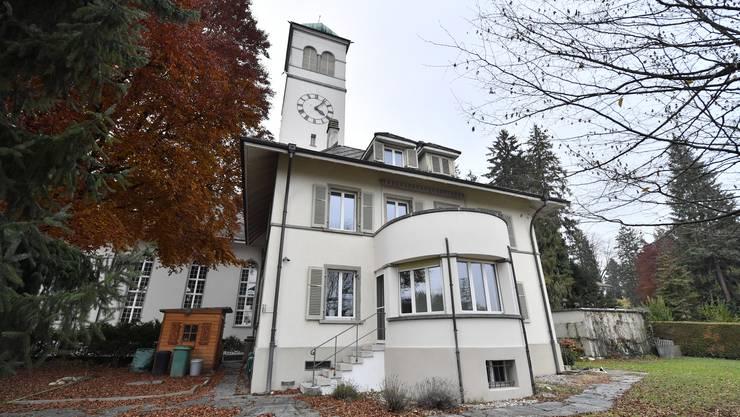 Das Pfarrhaus, das südöstlich der Kirche steht, wird nächstes Jahr saniert.