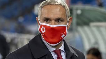 Die Maske wurde auch für Pierluigi Tami und die Schweizer Nationalmannschaft zum ständigen Begleiter 2020