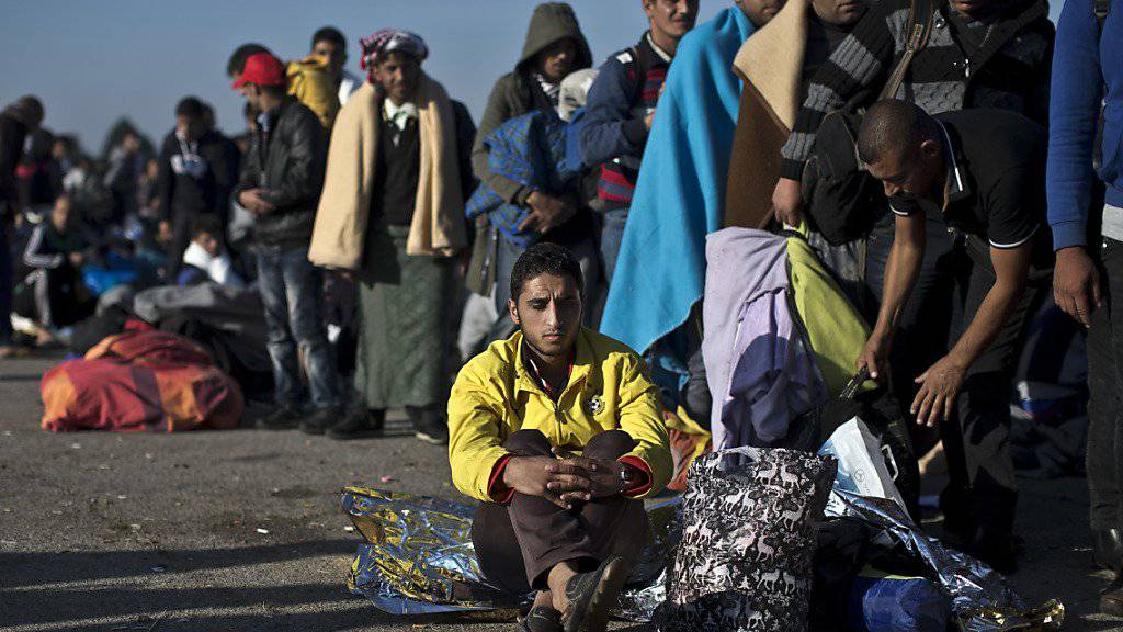 Erhalten dank den Spenden Wasser, Nahrungsmittel und Decken: Flüchtlinge in Kroatien (Archiv).