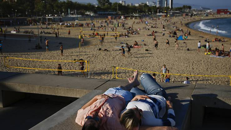Erholung und Snne am Strand von Barcelona: Trotz Terroranschlag und politischer Krise ist Katalonien die beliebteste Touristenregion Spaniens. (Archivbild)