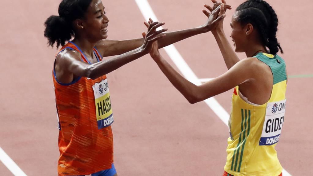Die neue und die bisherige Weltrekordhalterin: Letesenbet Gidey (rechts) senkte die Bestmarke von Sifan Hassan um fast sechs Sekunden