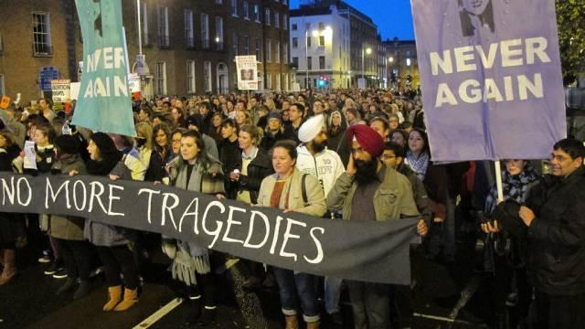 Tausende irische Demonstranten fordern Recht auf Abtreibung