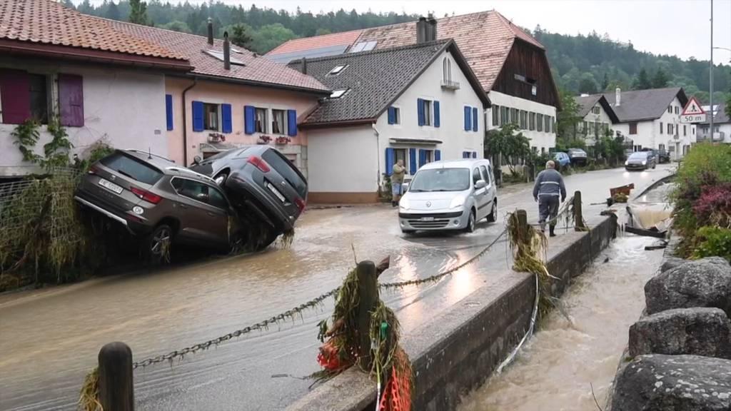 Regen im Val-de-Ruz: Menschen von den Wassermassen überrascht