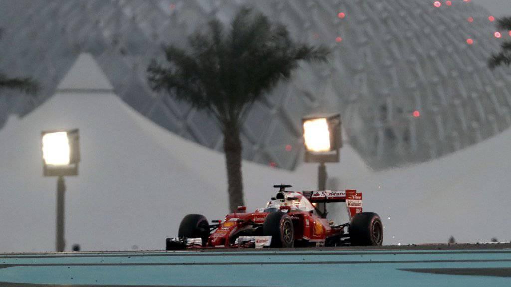 Sebastian Vettel fährt auf dem Wüstenkurs Yas Marina in Abu Dhabi im Ferrari die Bestzeit im dritten Training