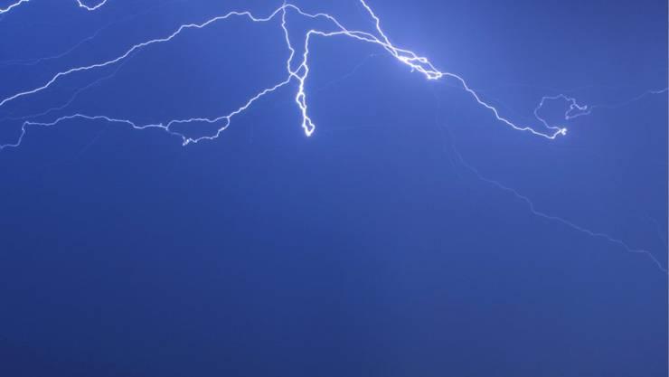 Die Schweiz hat eine Tropennacht mit Blitz und Donner hinter sich. (Themenbild)