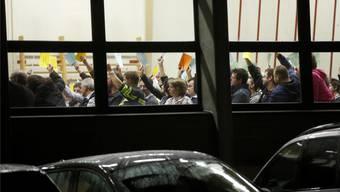 Hände hoch: Gemeindeversammlungen sind nicht nur ein Ort politischer Selbstbestimmung, es ist auch ein Ort, wo gesellschaftlicher Kitt hergestellt wird. (Themenbild)