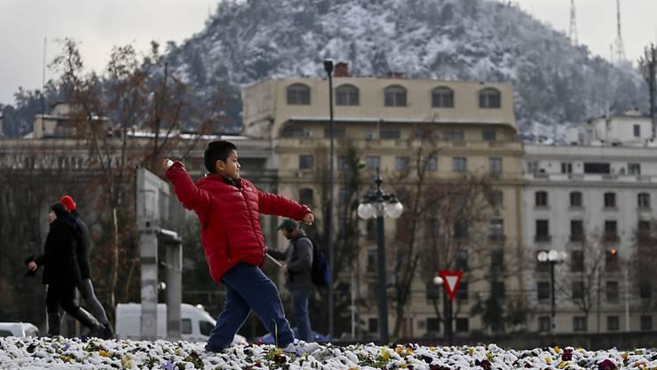 Ungewöhnlich kalt: Chiles Hauptstadt Santiago liegt unter einer Schneedecke.