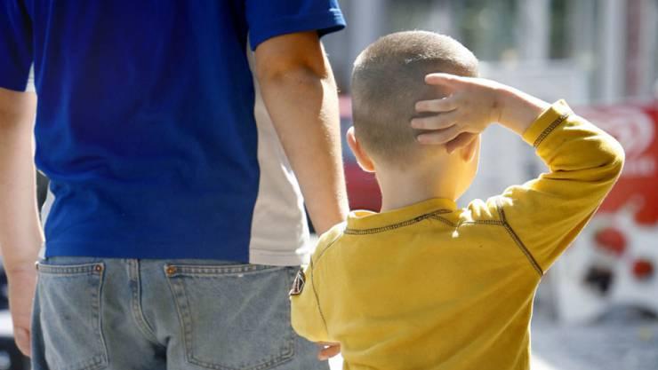 Der Junge wird dereinst selber entscheiden können, ob er sich beschneiden lassen will oder nicht. (Symbolbild)