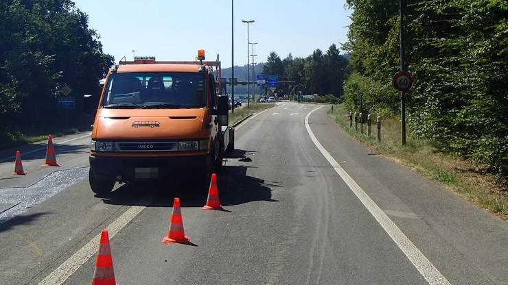 Beim Verletzten handelt es sich um einen Mitarbeiter des Unterhaltsdienstes des Kantons Aargau.
