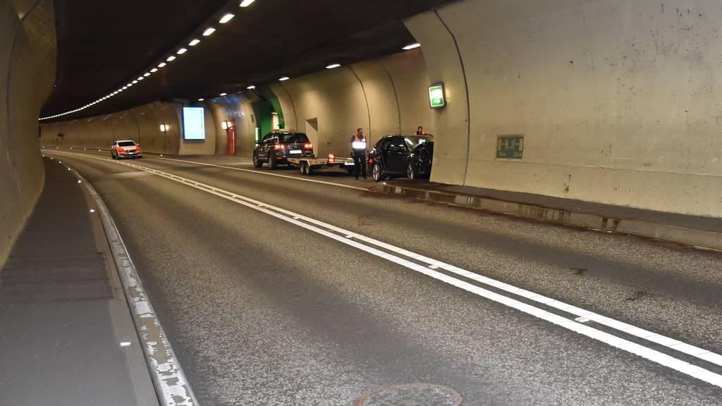 Der Lenker donnerte frontal in eine Tunnelwand.