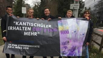 Mit einer Guerillaaktion demonstrierten Jungfreisinnige im Februar an der Alten Kantonsschule Aarau, und warben für ein Ja zum neuen Stipendiengesetz.