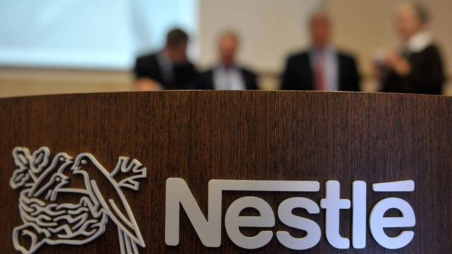 Nahrungsmittelriese Nestlé liegt im Ranking der wertvollsten Unternehmen auf Platz zehn (Archiv)