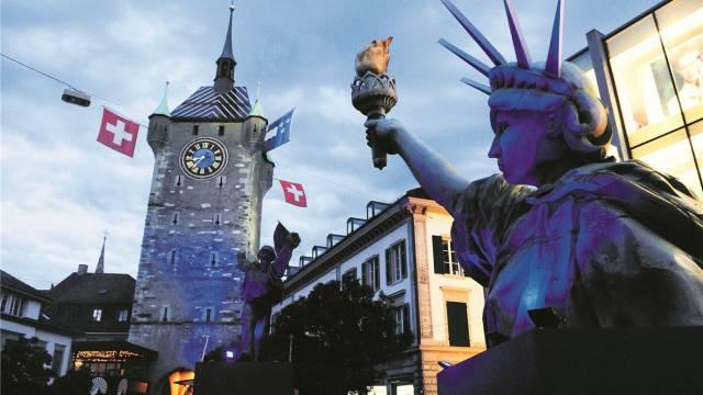 Zwischen Urbanität und Lokalkolorit: Feststimmung rund um den Stadtturm an der Badenfahrt 2007. Foto: Alex Spichale
