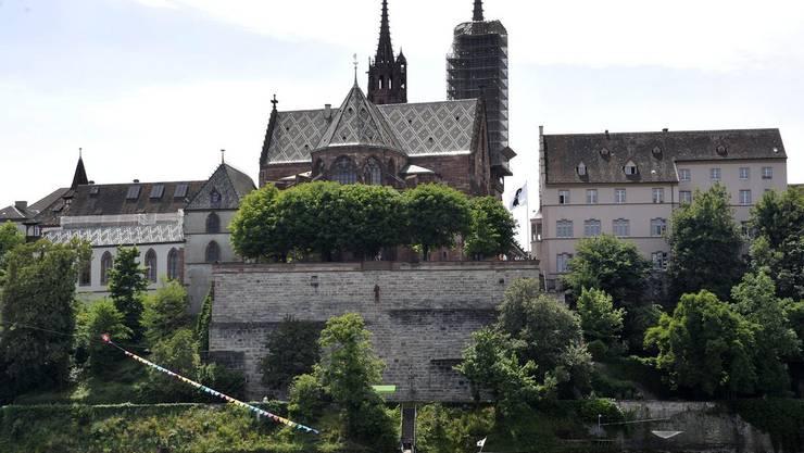 Die Initiative verlangt einen Steg entlang dem Münsterhügel zwischen Mittlerer Brücke und Wettsteinbrücke.