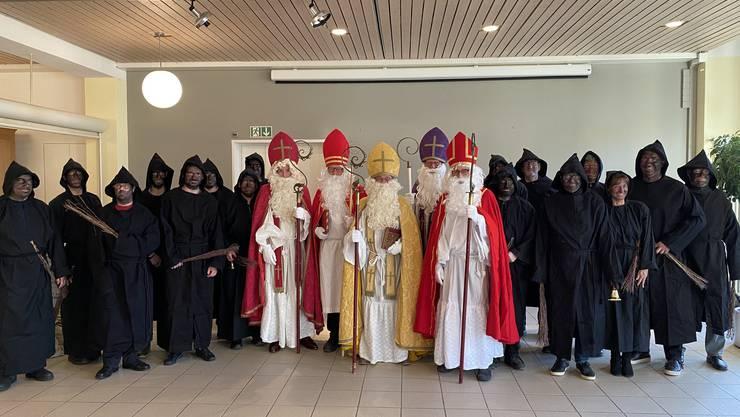 Fünf Samichläuse und 13 Schmutzli der Zunft zur St. Cordula haben die Bewohnerinnen und Bewohner des RPZ besucht.