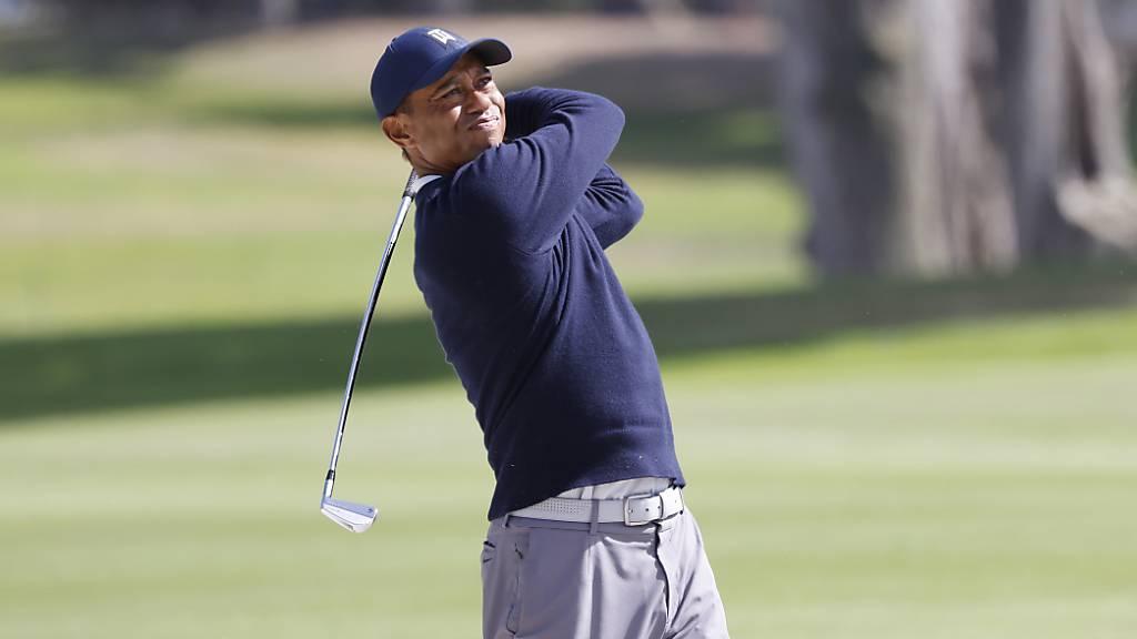Tiger Woods mit Hypothek von acht Schlägen