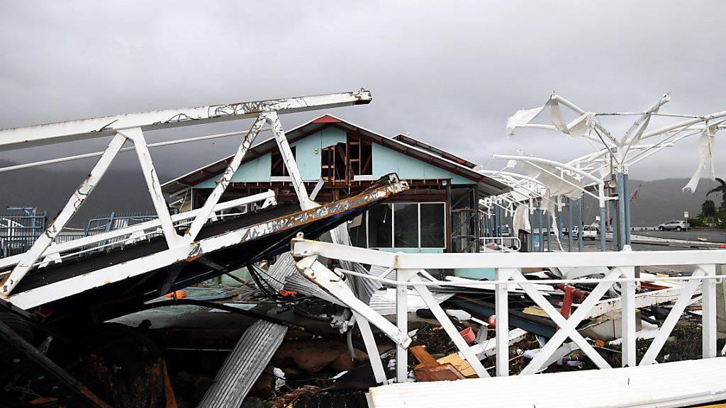 """Bilder der Zerstörung im australischen Ferienparadies Airlie Beach nach dem Wirbelsturm """"Debbie"""".."""