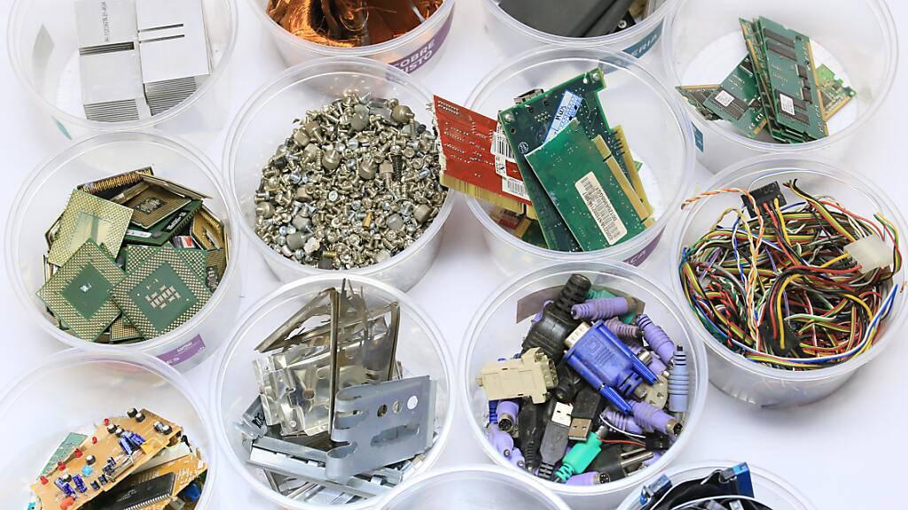 Nicht einmal ein Fünftel des produzierten Elektroschrotts wird recycelt. Deshalb müssen ständig neue Rohstoffe abgebaut werden, was der Umwelt schadet. (Pressebild)