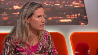 In der Sendung «TalkTäglich» rechtfertigt sich Andrea Geissbühler für ihre Aussage, naive Frauen trägen Mitschuld an einer Vergewaltigung. Sehen Sie die ganze Sendung im Video weiter unten.