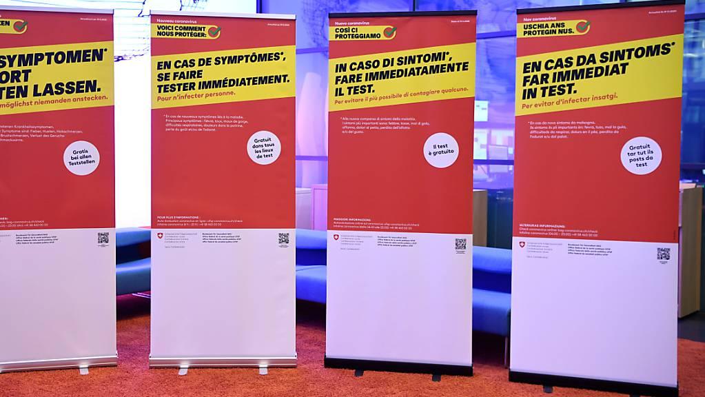Plakate der Präventionskampagne des Bundesamtes für Gesundheit gegen das Coronavirus. (Archivbild)