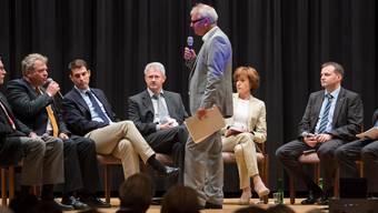 Gegner und Befürworter der 100-Franken-Vignette diskutieren mit Moderator Jürgen Sahli. Alex Spichale