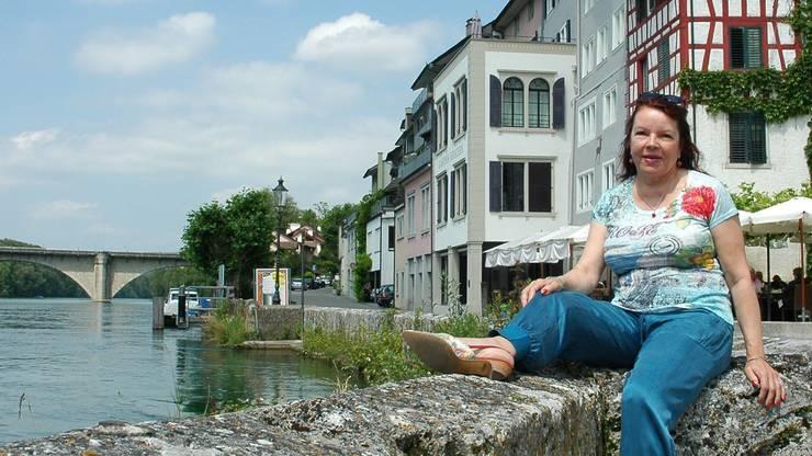 Ursula Fehr ist seit 2010 SVP-Gemeindepräsidentin von Eglisau ZH, hier am Rheinufer vor dem Städtli.