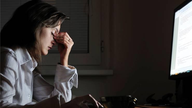 Wer ein Burnout erleidet, landet heute meist bei der Krankenversicherung. (Symbolbild)