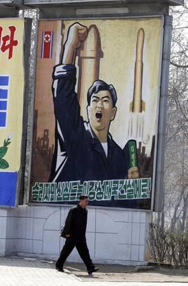 Ein Propaganda-Plakat in Nordkorea zeigt startende Raketen