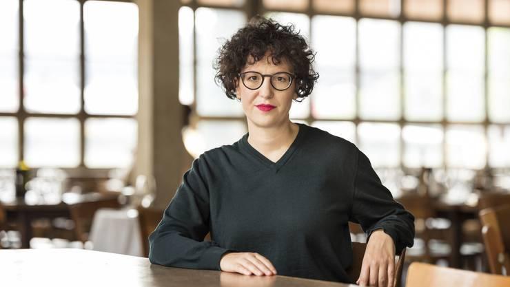 """Mit ihrem ersten Roman """"Die Nachkommende"""" ist Ivna Žic für den Schweizer Buchpreis nominiert; im Theaterbetrieb ist sie indes schon seit zehn Jahren: Žic schreibt und inszeniert in der Schweiz, in Deutschland und in Österreich."""