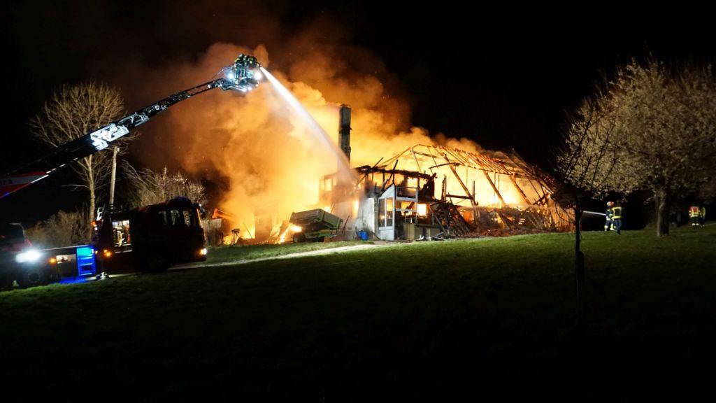 Übergreifen der Flammen bei Bauernhausbrand verhindert