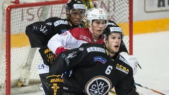 """""""Synchron-Eishockey"""" in Lugano: Lausannes Kenubühler im Sandwich von Kparghai und Ronchetti"""