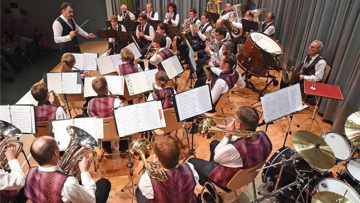 Dirigent und Musiker waren total in Aktion beim Jahreskonzert. Remo Fröhlicher