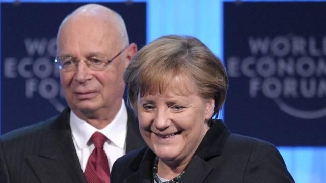 WEF-Gründer Klaus Schwab begrüsst die deutsche Bundeskanzlerin Angela Merkel